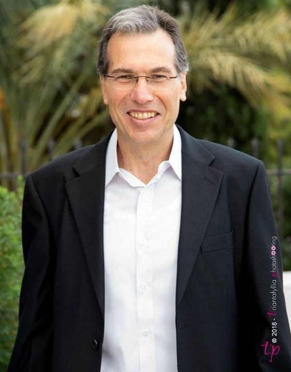 ο διευθυντής του 2ου Γε.Λ. Ν. Ιωνίας Νικόλαος Κοκκινάκης