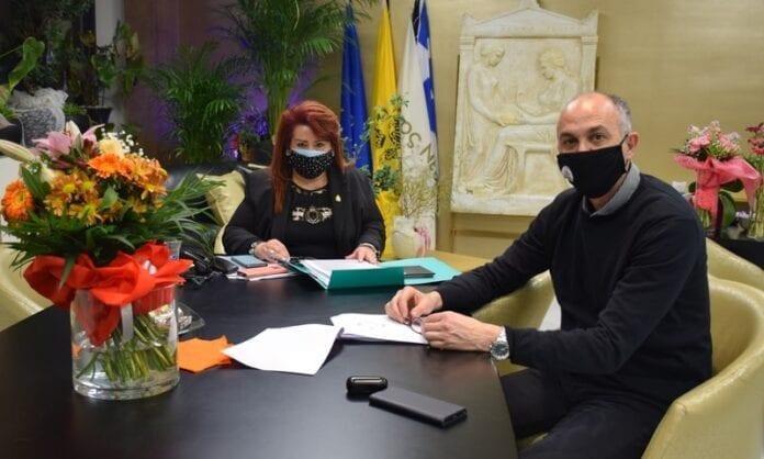 Η Δήμαρχος Νέας Ιωνίας Δέσποινας Θωμαΐδου με τον Δήμαρχο Μεταμόρφωσης Στράτο Σαραούδα